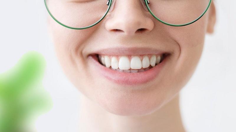 How to clean between teeth